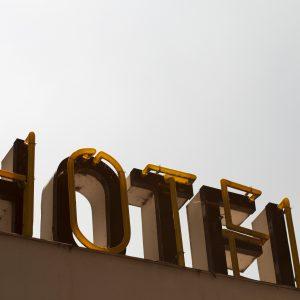 Keine gewerbesteuerrechtliche Hinzurechnung bei der Überlassung von Hotelzimmern an Reiseveranstalter,  in